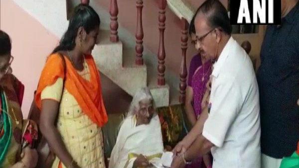 চতুর্থ শ্রেণির পরীক্ষা দিলেন ১০৫ বছরের ছাত্রী 'ভাগীরথি আম্মা'