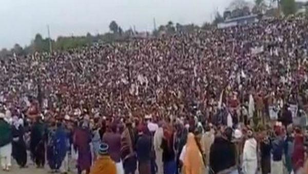 পাকিস্তানের খাইবার পাখতুনওয়াতে পাক সেনার অত্যাচারের বিরুদ্ধে 'পশতুন ঐক্য' মিছিল