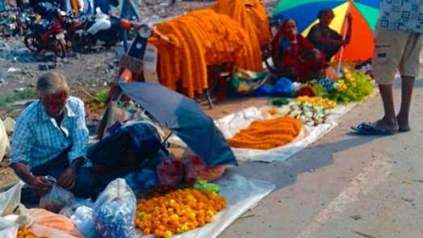 ফুল বাজার বন্ধ রাখার দাবিতে ঠাকুরনগর ফুল বাজারে এলাকাবাসীর বিক্ষোভ