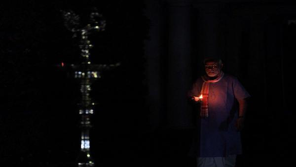 প্রধানমন্ত্রী আহ্বানে 'দীপ জ্বালো'তে দেদার ফাটল বাজি! পুলিশের নজরদারি নিয়ে প্রশ্ন