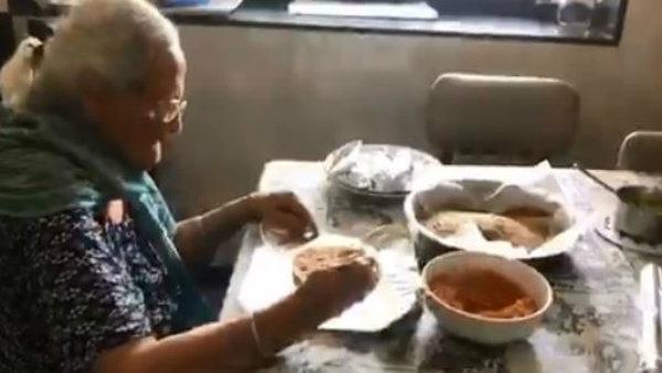 মুম্বইয়ের পরিযায়ী শ্রমিকদের জন্য খাবার প্যাক করছেন ৯৯ বছরের বৃদ্ধা, ভিডিও ভাইরাল ইন্টারনেটে