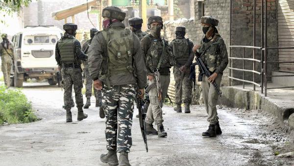 সোপরে এনকাউন্টারে ১ জঙ্গির মৃত্যু! এলাকা ঘিরে তল্লাশি অভিযান নিরাপত্তা বাহিনীর