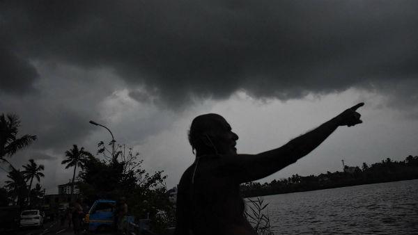 বাংলার আকাশে দুর্যোগের ঘনঘটা, নিম্নচাপের জেরে লাগাতার বর্ষণের পূর্বাভাস দুই বঙ্গেই