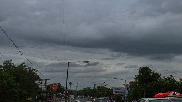কলকাতা-সহ দক্ষিণবঙ্গে বজ্রবিদ্যুৎ-সব বৃষ্টি! বৃহস্পতিবার থেকে বৃষ্টি বাড়বে রাজ্য জুড়ে