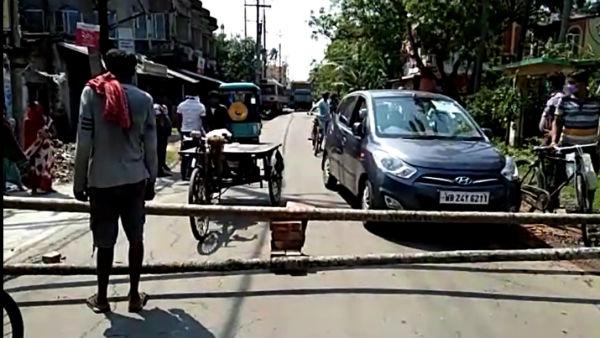 জল নিকাশির দাবিতে রাজ্য সড়ক অবরোধ বাসিন্দাদের