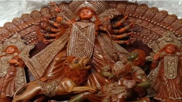 কলাকুশলীদের মন ভারাক্রান্ত! কৃষ্ণনগর থেকে বিদেশে যাচ্ছে প্রতিমা