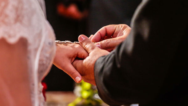 বিয়ের অনুষ্ঠান থেকে মারাত্মকভাবে করোনা সংক্রমণ ছড়াল আমেরিকার এই গ্রামে