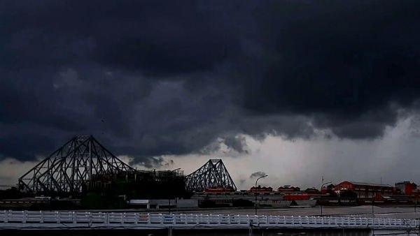 আম্ফানের থেকেও শক্তি পাকিয়ে আছড়ে পড়তে পারে Cyclone Tauktae! ঝড়ের কতটা প্রভাব পড়তে পারে বাংলায়