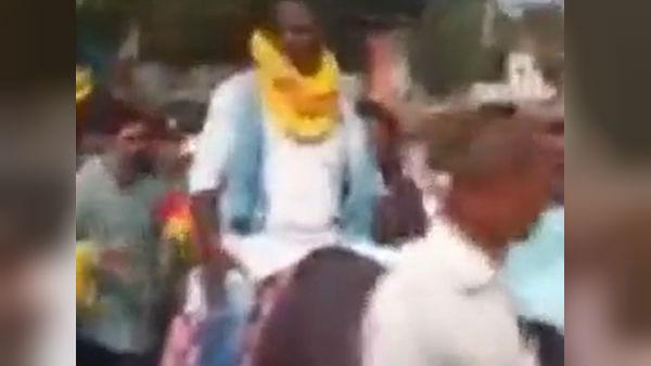 মোষের পিঠে চেপেই মনোনয়ন জমা নির্দল প্রার্থীর! আসন্ন বিহার বিধানসভা নির্বাচনের আগে ভাইরাল ভিডিও