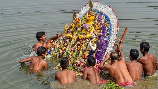 আড়ম্বর, শোভাযাত্রা ছাড়াই চোখের জলে বিদায় দিতে হবে দেবীকে, নির্দেশ পুলিশের