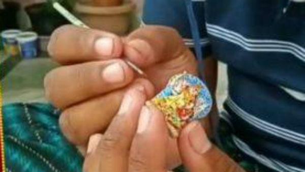 'এত ছোট সত্যি ?'  এক ইঞ্চির দুর্গা বানিয়ে তাক লাগালেন ঝাড়গ্রামের স্কুল শিক্ষক
