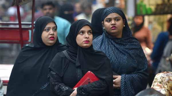 বাংলাদেশ জনস্বাস্থ্য ইন্সটিটিউট: পুরুষদের গোড়ালির ওপর পোশাক ও নারীদের হিজাব পরে অফিসে আসার নির্দেশ দিলেন পরিচালক