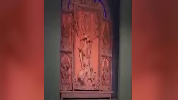 সন্তোষপুর লেক পল্লীর থিম ভাবনায় এবার মাটির কান্না, তুলে ধরা হয়েছে কুমোরপাড়াকে