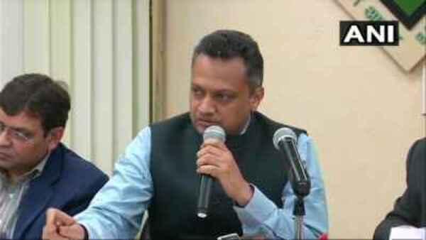 মানতে হবে করোনা বিধি, রাজনৈতিক দলগুলিতে হুঁশিয়ারি দিয়ে চিঠি কমিশনের, তৃণমূলের দাবি খারিজ