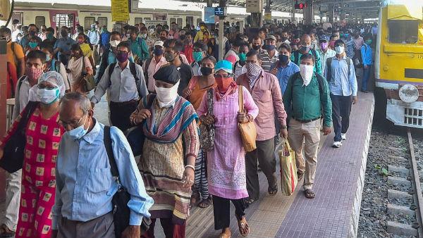 লোকাল ট্রেন চালুর দাবি, সোনারপুর স্টেশনে অবরোধ নিত্যযাত্রীদের