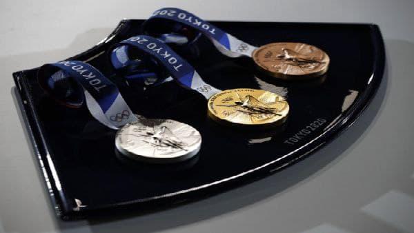 টোকিও অলিম্পিকের প্রথম তিন পদক কোন খেলায় জিতল কোন দেশ জেনে নিন