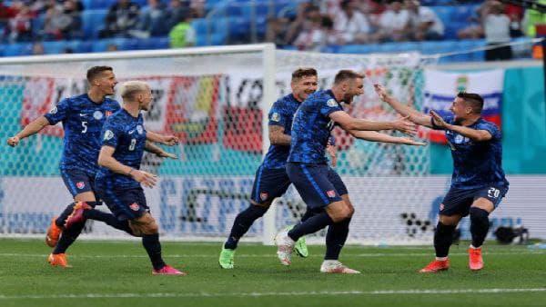 Euro 2020: দুর্ভাগ্যের খেসারত দিয়ে স্লোভাকিয়ার কাছে হারল পোল্যান্ড