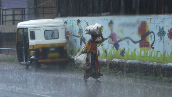 এখনও সাগরেই অবস্থান করছে মৌসুমী বায়ু, বর্তমান গতিপথ ঠিক কোথায়