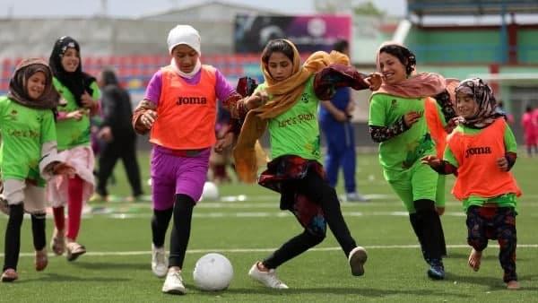 তালিবানের রক্তচক্ষু এড়িয়ে পাকিস্তানে স্বাগত আফগানিস্তানের মহিলা ফুটবল দল
