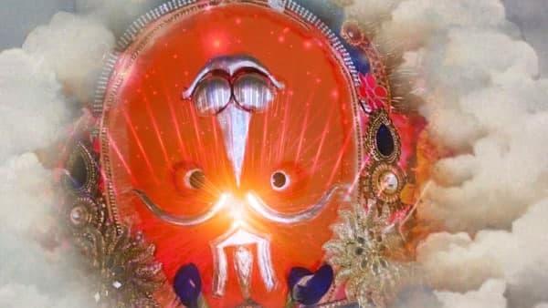 Miraculous Hanuman Temple: ভারতের এই মন্দিরে উলটো ভাবে ঝুলে রয়েছেন হনুমানজী! কারণ জানলে চমকে উঠবেন