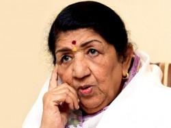 Lata Mangeshkar Honoured With Yash Chopra Memorial Award