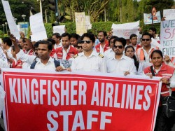 No Salary Employees Of Kinfisher Airlines Now Selling Household Items