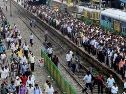 Rail Roko Protest In Wb As Cheque To Victims Of Saradha Scam Bounced