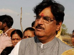 Prayers Condolences Pour In For Gopinath Munde S Family