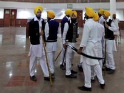 Pics Sikh Groups Clash In Golden Temple