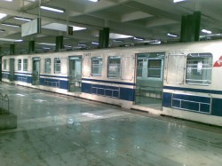Technical Snag In Kolkata Metro Leaves Passengers Stuck For Over An Hour Many Faint