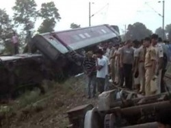 Rajdhani Express Derails In Bihar 4 Killed