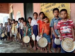 Bihar Dead Lizard Found In Mid Day Meal 25 Children Ill