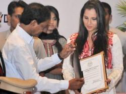 Salman Khan Kiran Bedi Brinda Karat Come In Support Sania