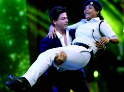 Shahrukh Khan S Dance With Kolkata Police Officer Draws Criticism