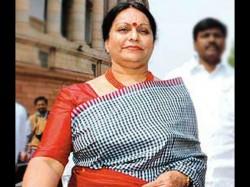 Cbi Interrogates Chidambarams Wife Nalini In Saradha Case