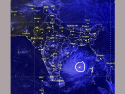 Hudhud Gradually Nearing It Is Now 780 Kms Away From Gopalpur
