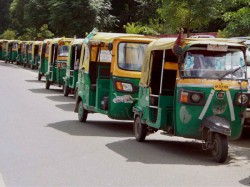 Kolkata Auto Driver Arrested After Commit Crime Tried To Beat Her With Shoes
