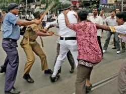 Tmc Workers Ravage Police Station Beat Up Policemen In Kolkata