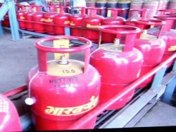 Price Of Non Subsidised Lpg Cylinder Cut By Rs