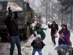 Leh Coldest At Minus 17 Degress Srinagar Shivers At Minus