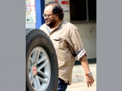 Report Film Maker Ismail Darbar Held For Assaulting Asst Director