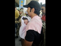 Photo Ms Dhoni With His Little Daughter Ziva At Ranchi Airport