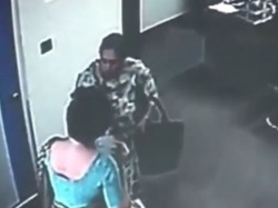 Video Student S Mother Beats Woman School Director Black And Blue