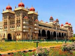 India Tourism Majestic Palaces