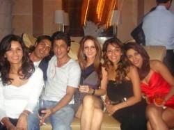 Pictures When Shahrukh Khan Priyanka Chopra Gauri Khan Were Good Friends