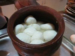 Sweet Tradition Bitter Battle Odisha Bengal Fighting Over Rosogolla S Provenance