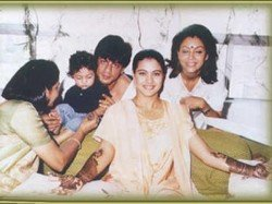 Flashback Pictures When Shahrukh Khan Gauri Attended Kajol S Wedding With Aryan