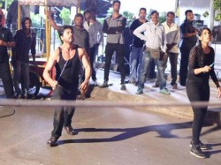 Shahrukh Khan Playing Badminton On The Sets Of Dilwale