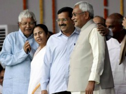 Mamata Banerjee Invites Nitish Kejriwal To Business Summit