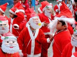 Thousands Soak In Christmas Celebrations In Kolkata